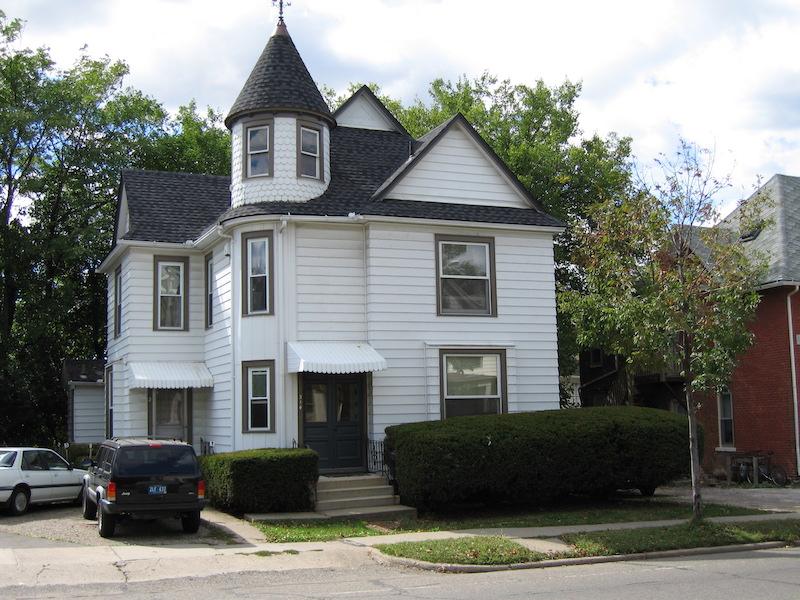 1 bedroom apt. – $900-1025 – 314 Packard St Apt 4